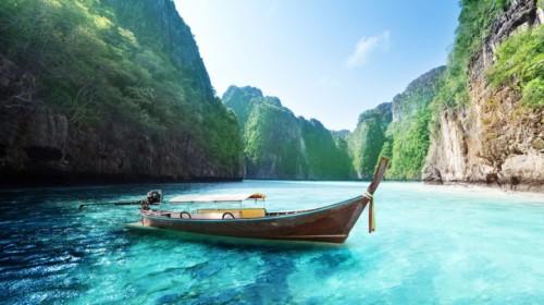 Аренда яхты на Пхукете для круиза на острова Пхи Пхи