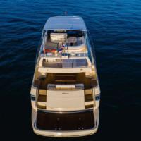 Моторная яхта Riva 70