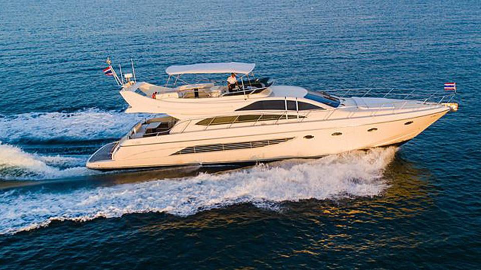 Моторная яхта Riva 70 в аренду на Пхукете