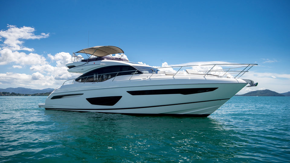VIP моторная яхта Princess S65 в аренду на Пхукете