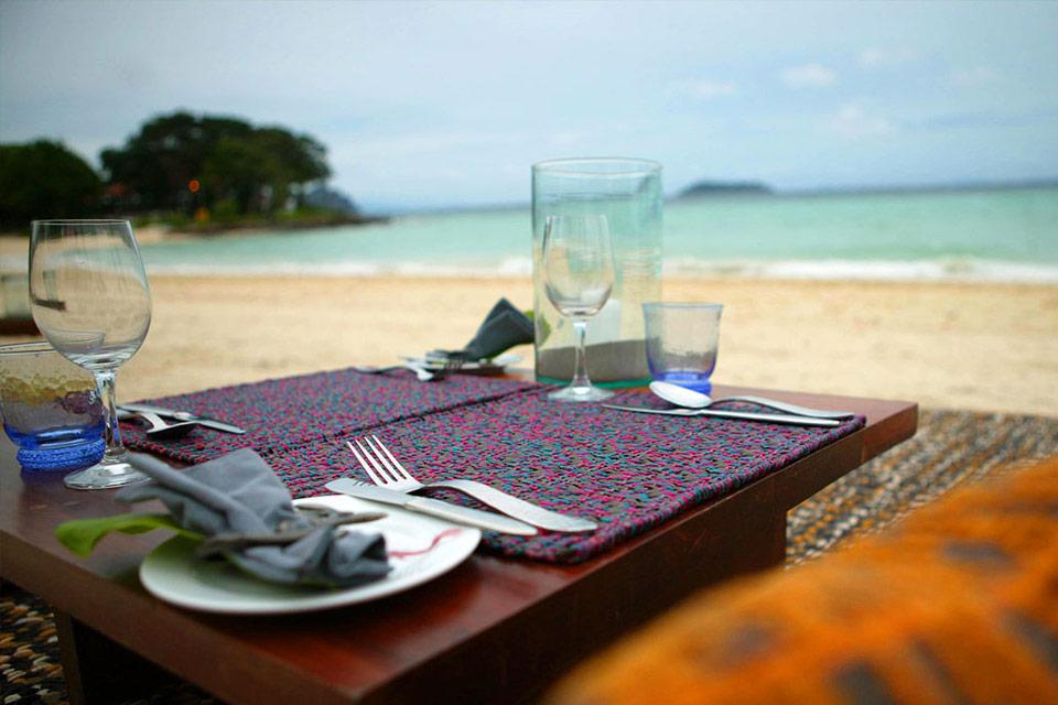 пляжный ресторан во время круиза по заливу Пханг Нга