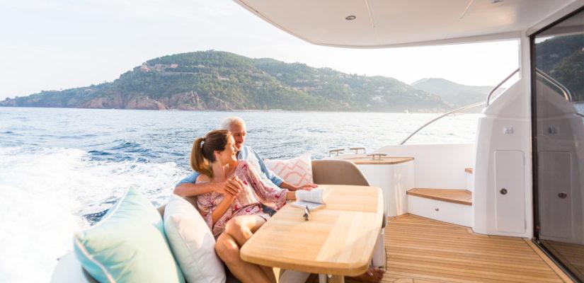 Аренда частной яхты vs. групповая экскурсия: позитивные отличия