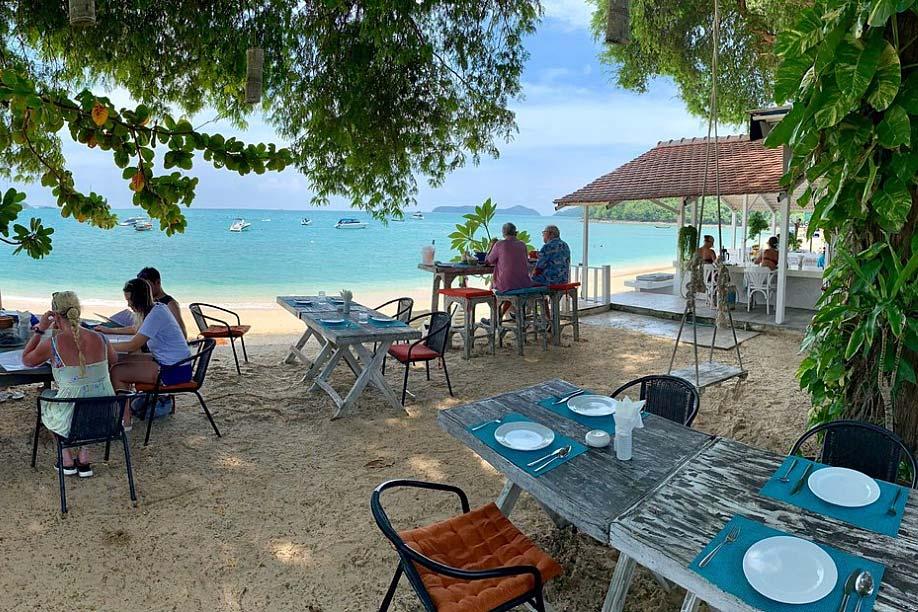 Brasserie Yacht Club: лучшие пляжные рестораны Пхукета
